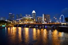 Brug over de Promenade van de Rivier van Singapore @ Stock Afbeeldingen