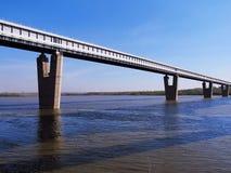 Brug over de rivier Stock Afbeelding