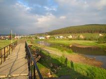 Brug over de rivier Royalty-vrije Stock Afbeeldingen