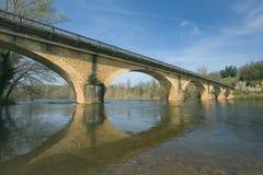 Brug over de rivier Dordogna Stock Foto