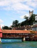 Brug over de rivier in Luzern Stock Afbeelding