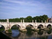 Brug over de Rivier Tiber Stock Afbeeldingen