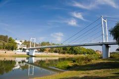 Brug over de rivier van Ural in Orenburg. royalty-vrije stock afbeeldingen