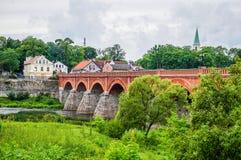 Brug over de Rivier Venta in de stad van Kuldiga Stock Afbeelding