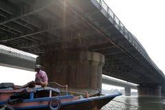 Brug over de rivier, Vivekananda Setu in Kolkata Stock Foto