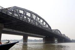 Brug over de rivier, Vivekananda Setu in Kolkata Stock Afbeelding