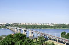 Brug over de rivier Volga in Kostroma, Rusland Royalty-vrije Stock Afbeelding