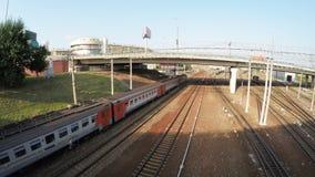 Brug over de spoorweg stock footage