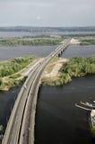 Brug over de Volga rivier Stock Afbeelding
