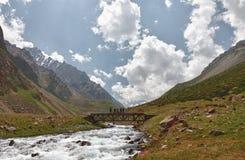 Brug over de wilde rivier Royalty-vrije Stock Afbeeldingen