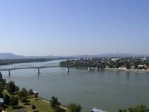 Brug over Donau bij de Kromming van Donau Stock Foto's