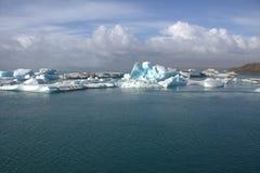 Brug over Jokulsarlon dichtbij de Atlantische Oceaan Royalty-vrije Stock Fotografie