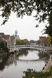 Brug over Klein Diep in Dokkum, Nederland Stock Foto
