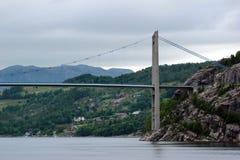 Brug over Lysefjord, dichtbij Forsand-stad, Noorwegen Stock Foto