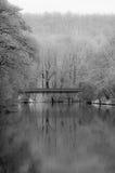Brug over rivier Stock Afbeelding
