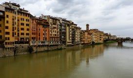 Brug over rivier in Florence stock foto