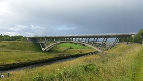 Brug over rivier shannon in Ierland Stock Foto's