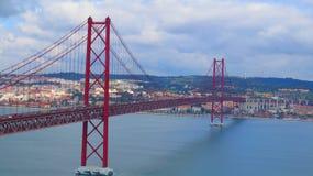 Brug over rivier Tagus, Lissabon Stock Fotografie