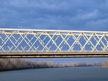 Brug over Rivier 1 van Tisza Stock Afbeeldingen