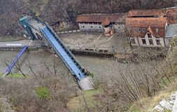 Brug over rivierdetinja in Uzice stock foto's