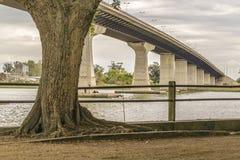 Brug over Santa Lucia River in Montevideo Uruguay stock afbeelding