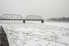Brug over Susquehanna-Rivier met ijs Stock Fotografie