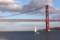 Brug over Tagus in Lissabon, Portugal Stock Afbeeldingen