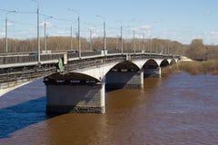 Brug over Vyatka-rivier Stock Foto's