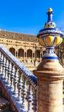Brug overladen met polychromatic ceramische titels bij het Vierkant van Spanje royalty-vrije stock foto's