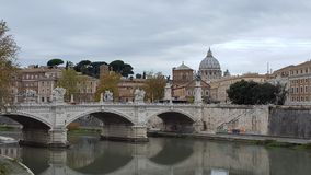 Brug Ponte Sant& x27; Angelo in Rome, Italië Stock Foto's