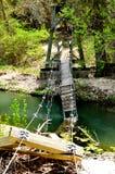 Brug uit over rivier Stock Afbeeldingen