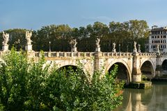 Brug van Engelen Ponte Sant ?Angelo een beroemde Roman voetbrug in Adriano Park in de Stad van Vatikaan, Rome stock afbeeldingen