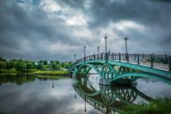 Brug van het Tsaritsyno de openbare park in Moskou, Rusland stock afbeeldingen