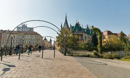 Brug van Liefde in de oude stad van Kosice, Slowakije Royalty-vrije Stock Foto