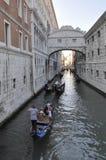 Brug van teken, in Venetië Stock Foto