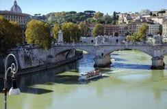 Brug van Vittorio Emanuele II door de rivier Tiber Stock Foto