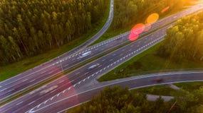 Brug, viaduct, autosnelwegmening van hierboven N royalty-vrije stock foto