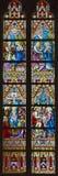 Bruges - adoration des Rois mages et du mariage à la scène de Canam, d'annonce, et de visite sur le windwopane dans l'église de S Images stock