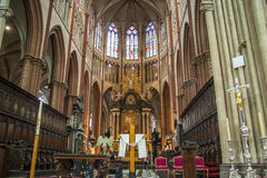 BRUGES, BÉLGICA - 22 DE ABRIL: Altar em Salvatorskathe Fotografia de Stock Royalty Free
