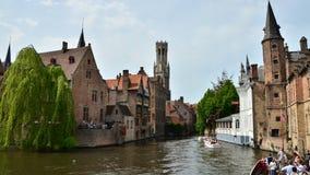 Bruges Belgia, Maj, - 11, 2015: Bruges dzwonnica widzieć od Rozenhoedkaai w Bruges zbiory wideo