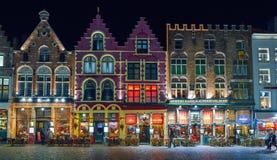 BRUGES BELGIEN - DECEMBER 05 2016 - gammal marknadsfyrkant för jul i Bruges Royaltyfri Fotografi