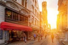 BRUGES BELGIEN - JUNI 10, 2014: Sikt av gator i Bruges Arkivbilder