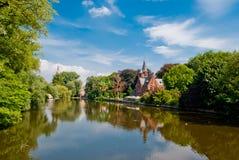 Bruges Belgien, Minnewater lake Arkivfoto