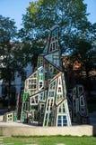 BRUGES, BELGIO EUROPA - 25 SETTEMBRE: Outsid moderno della scultura Fotografie Stock