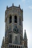 BRUGES, BELGIO EUROPA - 26 SETTEMBRE: Vista verso il campanile Immagine Stock