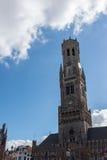 BRUGES, BELGIO EUROPA - 26 SETTEMBRE: Vista verso il campanile Fotografia Stock