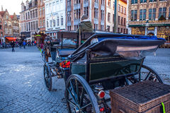 BRUGES, BELGIO - 17 GENNAIO 2016: Carrozze a cavalli il 17 gennaio 2016 Bruges - nel Belgio Fotografia Stock Libera da Diritti