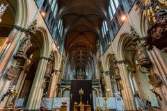 BRUGES, BELGIO - 10 GIUGNO 2014: Interno della chiesa della nostra signora a Bruges Fotografia Stock