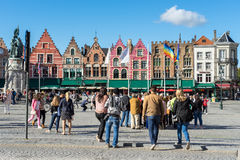 BRUGES, BELGIQUE L'EUROPE - 25 SEPTEMBRE : Bâtiment à pignon historique Photographie stock libre de droits