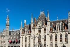 BRUGES, BELGIQUE L'EUROPE - 25 SEPTEMBRE : Ville hôtel sur le marché Squ Photographie stock libre de droits